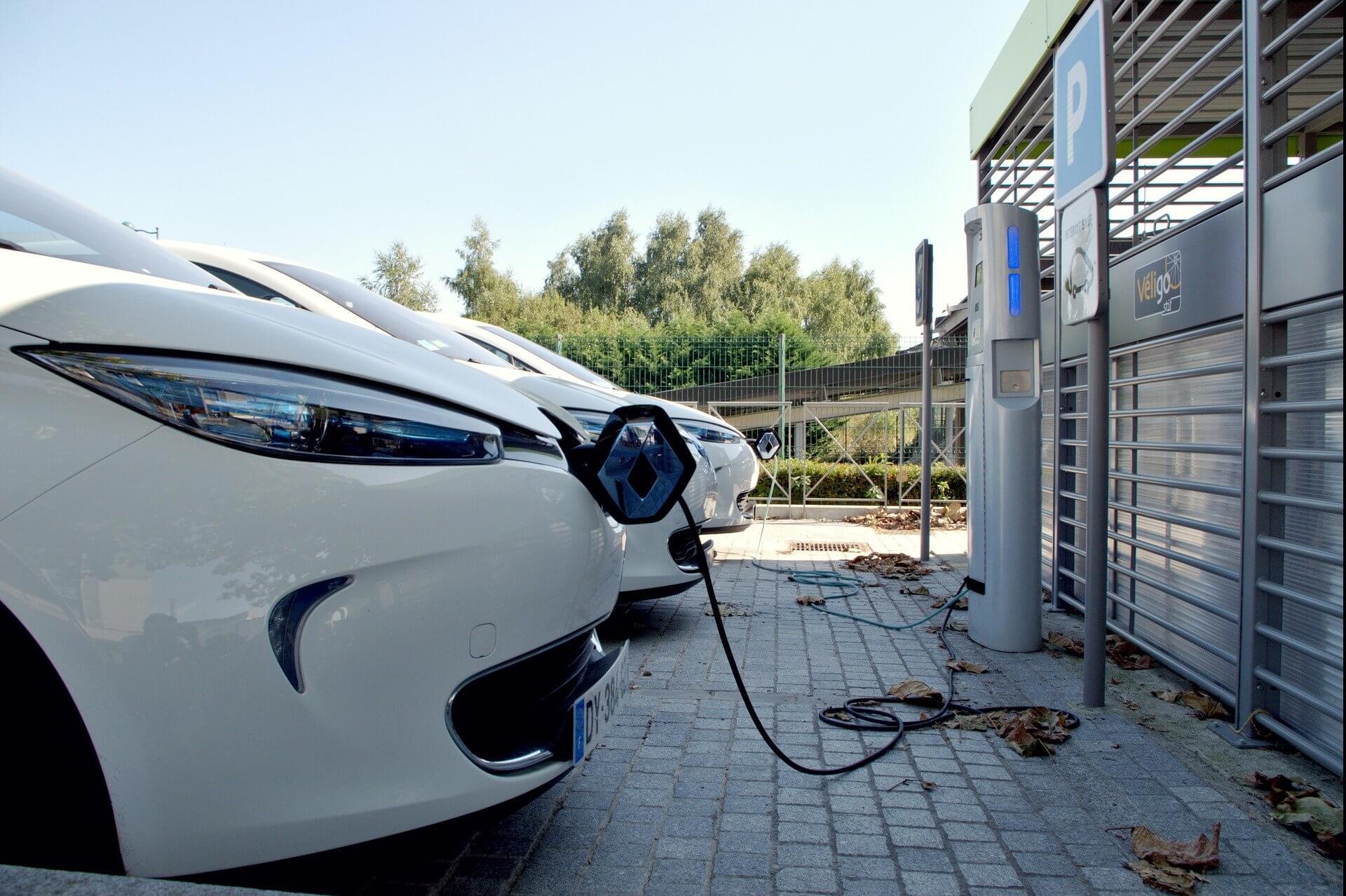 Elektrisch oplaadpaal parkeerplaats Frankrijk