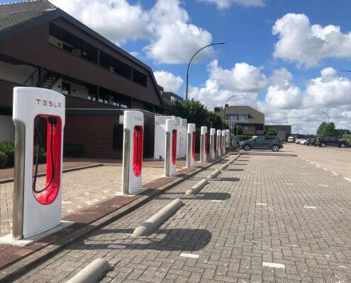 Tesla Superchargerstation - Van der Valk Akersloot