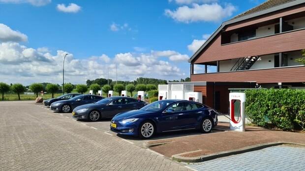 Van der Valk Hotel Akersloot superchargerstation
